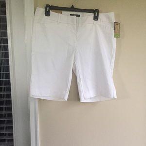 NWT Mossimo white walking/Bermuda short fit 3 A006
